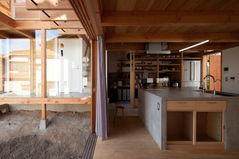 14中庭とキッチン